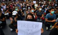 Hàng ngàn người Thái xuống đường đòi giải tán quốc hội