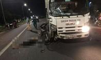 Người đàn ông tử nạn thương tâm sau cú tông xe máy và xe tải