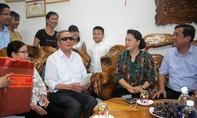 Chủ tịch Quốc hội thăm, tặng quà các gia đình chính sách