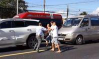 Hai tài xế lái xe biển số TPHCM đánh nhau giữa quốc lộ tại Bình Thuận