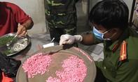 Bắt 10 kg ma túy trong nhà dân sát biên giới Campuchia