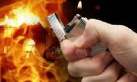 Thanh niên đến nhà bạn gái phá cửa xông vào, bị bỏng nặng do xăng