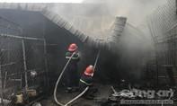 Bình Dương: Cháy nhà giữa trưa, 2 trẻ em được giải cứu kịp thời