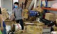 Liên tiếp phát hiện 2 kho hàng lậu gần sân bay Tân Sơn Nhất