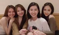 """Hương Giang khoe sắc cùng """"hội chị em"""" nghệ sĩ thân thiết"""