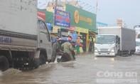 TP.Biên Hòa: Đường lại thành sông sau cơn mưa buổi trưa