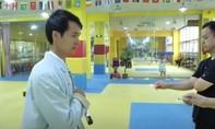 Clip võ sư Trung Quốc dùng côn nhị khúc quẹt cháy que diêm
