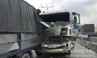 """""""Hung thần"""" gây tai nạn liên hoàn trên cầu vượt cửa ngõ Sài Gòn"""
