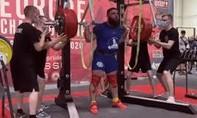 Khoảnh khắc lực sĩ Nga ngã khuỵu khi nâng tạ 400kg