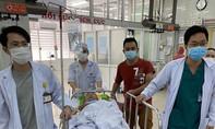 Cấp cứu kịp thời cho cha một bác sĩ đang làm nhiệm vụ ở tâm dịch