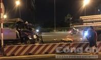 Lao ra đường mời chào tài xế vào quán ăn cơm, thiếu niên 15 tuổi bị xe tông chết