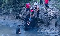 """TPHCM: """"Người nhái"""" tìm thấy xác học sinh bị chết đuối"""