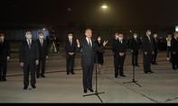 Ngoại trưởng Trung Quốc ra sân bay đón đoàn lãnh sự tại Houston trở về