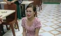 Xác minh clip cô gái bị chủ quán bắt quỳ lạy vì tố đồ ăn có giun sán