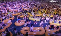 Khu vui chơi tại Vũ Hán chật kín người, tăng nguy cơ tái phát dịch nCoV