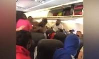 Clip hai nữ hành khách đánh nhau trên máy bay vì không đeo khẩu trang