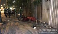 Xe máy tông cột đèn ở Sài Gòn, thanh niên tử nạn