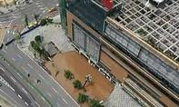 Clip hố tử thần ở Trung Quốc 'nuốt chửng' 21 ô tô cùng lúc