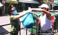 Người ho sốt nhiều ngày không khỏi, vẫn thường xuyên đi chợ