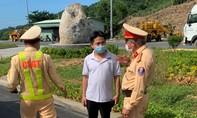 CSGT bắt vụ chở người từ vùng dịch Đà Nẵng về Quảng Bình
