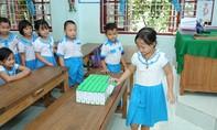 Đảm bảo việc uống sữa học đường đầy đủ cho học sinh mùa tựu trường