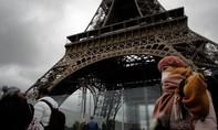 Nhân viên phục vụ Pháp bị đâm vì nhắc nhở khách đeo khẩu trang