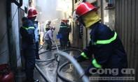 Cháy lớn tại kho hàng chứa phụ tùng xe máy ở trung tâm Sài Gòn