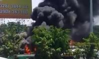 TPHCM: Cháy bãi xe, nhiều ôtô bị thiêu rụi
