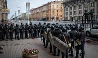 Putin chúc mừng sinh nhật tổng thống Belarus giữa lúc biểu tình rầm rộ
