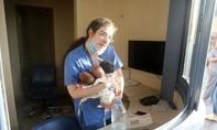 Nữ y tá cứu ba trẻ sơ sinh thoát chết khỏi vụ nổ ở Beirut