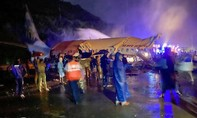 Máy bay Ấn Độ gãy đôi khi hạ cánh, ít nhất 16 người chết, hơn 100 người bị thương