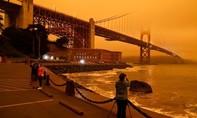 Chùm ảnh bầu trời vịnh San Francisco chuyển đỏ quạch vì cháy rừng