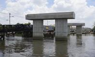 """TPHCM: Vì sao nhiều cây cầu trọng điểm """"chết lâm sàng""""?"""