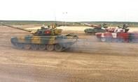 Clip cận cảnh Đội xe tăng Việt Nam vô địch trong trận chung kết Tank Biathlon