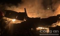 Gần trăm Cảnh sát dập lửa trong đêm tại công ty sản xuất bao bì