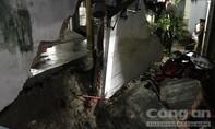 TPHCM: Mưa lớn gây sập tường công ty, nước tràn vào làm tan hoang nhà dân