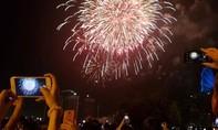 Clip mãn nhãn pháo hoa chào năm 2021 bên sông Sài Gòn