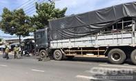 Xe tải cán nát xe đạp trước cổng trường, nữ sinh lớp 7 nhập viện
