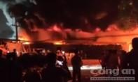Cháy lớn tại công ty giày ở Sài Gòn khi công nhân đang tăng ca đêm