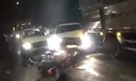 Clip ôtô chở thuốc lá lậu liều lĩnh tông xe CSGT