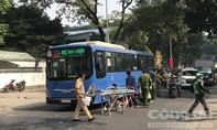 Xe buýt cán chết một phụ nữ bán vé số ở trung tâm Sài Gòn