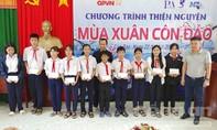 Tặng quà, khám bệnh miễn phí cho bà con tại huyện Côn Đảo