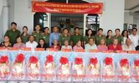 Lãnh đạo Công an TPHCM thăm, tặng quà Tết gia đình chính sách