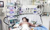 Cứu bé gái sốc sốt xuất huyết cận kề cửa tử