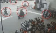 """Clip cận cảnh 6 đối tượng dàn """"ma trận"""" lừa bảo vệ trộm 2 xe máy"""