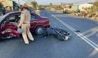 Xe máy tông ô tô đang sang đường, thanh niên tử vong tại chỗ