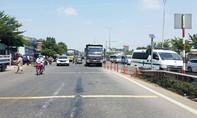 Xe ben ôm cua tông xe máy ở Sài Gòn, 2 phụ nữ thương vong