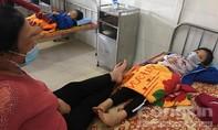 Hàng chục học sinh tiểu học ngộ độc sau bữa ăn trưa ở trường