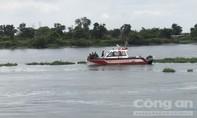 Người nhái lặn dưới sông Sài Gòn tìm người nhảy cầu Bình Phước tự tử