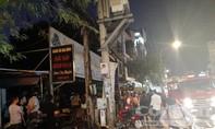 Cháy tại quán Nem Chợ Huyện ở Sài Gòn, nhiều người di dời tài sản